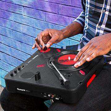 Numark PT01 Scratch - tragbarer DJ-Plattenspieler mit  auswechselbarem Scratch-Switch, eingebautem Lautsprecher, Stromversorgung über Batterie / Netzteil, 3 Geschwindigkeiten und USB-Verbindung - 2