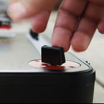 Numark PT01 Scratch - tragbarer DJ-Plattenspieler mit  auswechselbarem Scratch-Switch, eingebautem Lautsprecher, Stromversorgung über Batterie / Netzteil, 3 Geschwindigkeiten und USB-Verbindung - 5