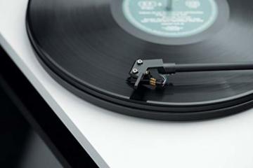 Pro-Ject Primary E, Audiophiler Plug&Play Plattenspieler (Weiß) - 4